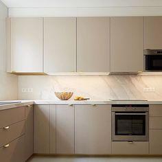 Ikea Kitchen Design, Modern Kitchen Design, Home Decor Kitchen, Interior Design Kitchen, Kitchen Living, Home Kitchens, Modern Kitchen Inspiration, Ikea Kitchen Handles, Small Modern Kitchens