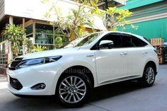 ขายรถอเนกประสงค์ TOYOTA HARRIER โตโยต้า แฮริเออร์ รถปี2015 สีขาว