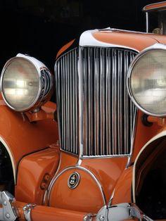 Art Deco Autos - The grille of the 1929 Cord Cabriolet. Collection of Auburn Cord Duesenberg Automobile Museum. Auburn, Cord Automobile, Vintage Cars, Antique Cars, Art Deco Car, Car Hood Ornaments, Hispano Suiza, Art Deco Movement, Car Museum