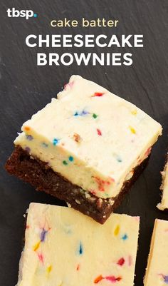 Cake Batter Cheesecake Brownies What's better than cake? A cake batter-inspired cheesecake brownie, of course! These colorful bars are begging to be the center of attention at your next party. Cake Batter Cheesecake, Cheesecake Brownies, Brownie Cake, Cake Batter Cookies, Fudge Brownies, Chocolate Brownies, Chocolate Desserts, Brownie Recipes, Cheesecake Recipes