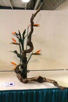 "place in class by Michele Bishop. ""Social Misfit"" A Fantasy Flow design. Flower Arrangements Simple, Flower Centerpieces, Arreglos Ikebana, May Designs, Arte Floral, Flower Show, Japanese Art, Dried Flowers, Form"