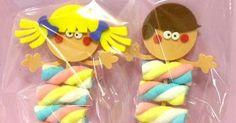 Sugestão de lembrancinhas feito com marshmallows e EVA para festinhas infantis ou dia das crianças.   Acho linda as decorações com Marshma...