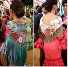 La semana pasada disfrutamos en Sevilla de unos días muy especiales, días llenos de color, luz, alegría, familia, amigos, cante, baile ...... Spain Fashion, 70s Fashion, African Fashion, Fashion Models, Gypsy Punk, Flamenco Dancers, Flamenco Dresses, Traditional Outfits, Cute Dresses