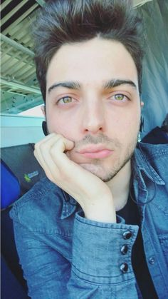 Gian.In viaggio per Bologna. Twitter  -Gian is My King-