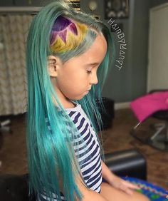 #MiniManicers!  @marythomaston adorned her little girl in #AtomicTurquoise…