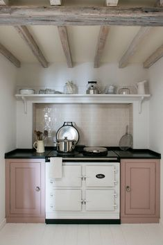 Pinks like Rose Quarz can work as a neutral and pair so nicely with both warm and cool tones. Middleton Bespoke Kitchen units painted in Mylands eggshell paint, colourway 'Eccleston Pink'. Home Kitchens, Kitchen Units Painted, Kitchen Remodel, Kitchen Design, Kitchen Inspirations, Country Kitchen, Kitchen Furniture, Kitchen Interior, Kitchen Style