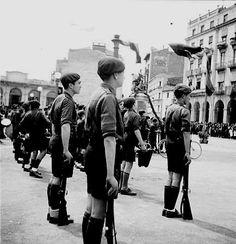 Plaça Sant Agustí .1940  Festa del Dos de Maig  Fto Fernando Forns Navarro CRDI