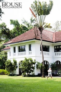 A tropical city-state where everything thrives, a family puts down roots in Singapore. Colonial Mansion, Colonial Style Homes, Spanish Style Homes, Spanish House, Asian Architecture, Colonial Architecture, Creole Cottage, British Colonial Decor, House Outside Design