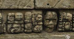 mur sculpté ruines copan