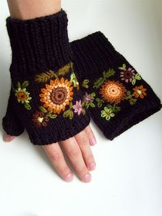 The most stylish knitted gloves - Knitting 2019 - 2020 Crochet Hand Warmers, Crochet Gloves, Knit Mittens, Knit Crochet, Knitting Patterns, Crochet Patterns, Fingerless Mitts, Granny Square Crochet Pattern, Wrist Warmers