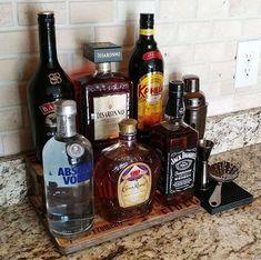 Hard Cocktail Shaker And Bar Tool Set Home Bar Sets, Bar Set Up, Bars For Home, Coffee With Alcohol, Alcohol Bar, Liquor Bar, Liquor Bottles, Bandeja Bar, Bottle Display