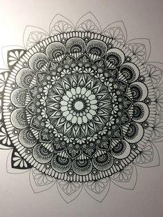 In progress, I hope you can see all the detail xxx Mandala Doodle, Mandala Dots, Zen Doodle, Mandala Pattern, Zentangle Patterns, Doodle Art, Mandalas Drawing, Zentangle Drawings, Art Drawings