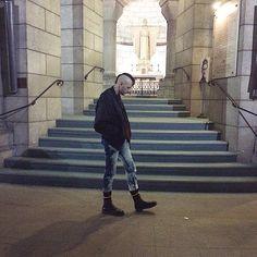 Walking around the crypt… #crypt #sacrecoeur #sacredheart #paris #france #montmartre #punk #skin #skinhead #boots #leather #bomberjacket #bleachers #god #cross #church