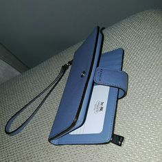 Authentic Coach Wristlet Authentic Coach Wristlet in periwinkle with silver hardware. Used a handful of times. Perfect condition- no marks or scratches. Holds 5 cards including clear ID slot. Does not hold plus sized phones. Coach Bags Clutches & Wristlets