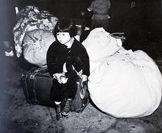 Post with 2884 votes and 7545 views. A little American girl of Japanese ancestry waits with the family baggage before being evacuated to the internment camps in the spring of California - American History, American Girl, Dorothea Lange Photography, National History Day, Rights And Responsibilities, Japanese American, Jackson Pollock, Historical Pictures, Wwii