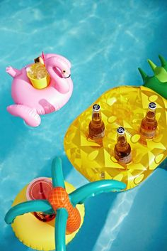 SunnyLIFE Inflatable Drink Holder Pineapple find it and other fashion trends. Online shopping for SunnyLIFE clothing. Sunnylife guarantees that your summer.