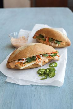For this tofu banh mi recipe, we marinate extra-firm tofu in a paste of lemongrass and garlic. The result is a delicious Vietnamese sandwich sans meat. Vegetarian Lunch, Vegetarian Recipes Dinner, Veggie Recipes, Wine Recipes, Healthy Recipes, Easy Recipes, Banh Mi Recipe, Healthy Sandwiches, Quick Easy Meals