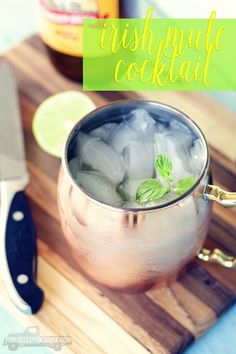 A twist on the Moscow mule the difference being Irish Whiskey and not Vodka. Its a light & refreshing drink with a little bit of zing! Refreshing Drinks, Fun Drinks, Yummy Drinks, Beverages, Mixed Drinks, Easy Cocktails, Cocktail Drinks, Cocktail Recipes, Mule Drink