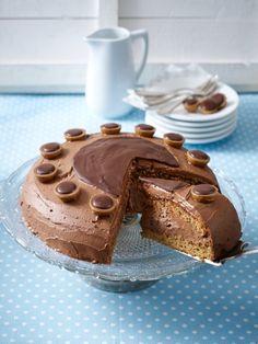 Eine kleine Süßigkeit - ganz groß. Und zwar in Form einer riesigen Toffifee-Torte. Herrlich schokoladig, cremig fein! ZUM REZEPT >>>