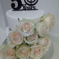 #50th #corporate #tsogosun #roses #cupcakes #cake #dlish 50th, Roses, Cupcakes, Desserts, Food, Tailgate Desserts, Cupcake Cakes, Deserts, Pink