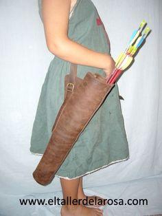 Carcaj para flechas de cinturón, fabricado artesanalmente en cuero marrón engrasado, apto para colgarlo de cualquier cinturón. http://www.eltallerdelarosa.com/portaflechas/44-carcaj-de-flechas-principiante.html