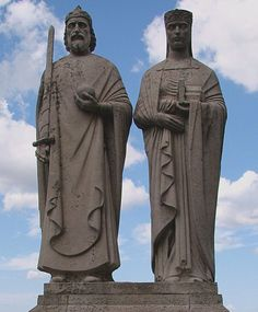 I of Hungary.Istvan,first king of Hungary. Statues of King Stephen I of Hungary and Giselle of Bavaria (Veszprém, Hungary). Hungarian Embroidery, 11th Century, One Kings, Eastern Europe, North Africa, Bavaria, Hungary, Folk Art, Sculptures