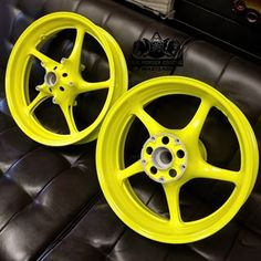 No automatic alt text available. Hydro Graphics, Yamaha R6, Powder Coating, Neon Yellow