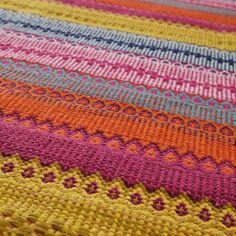 Teppich bunt Kigali 140x200;  Art-Nr. 139319, Gewicht : 3,90 Kg Setzen Sie auf bunte Fantasie: Mit seinen lebendigen und harmonischen Regenbogenfarben verbreitet dieser Teppich gute Laune und Kreativität.