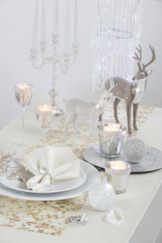 Gedeckter Weihnachtstisch mit Silberakzenten #silber #tisch #weihnachten
