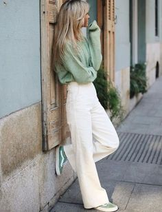 The perfect spring look photo Paula Argelles fashion beauty Fashion Mode, Look Fashion, Fashion Beauty, Elegance Fashion, Young Fashion, Classic Fashion, Woman Fashion, Spring Summer Fashion, Spring Outfits