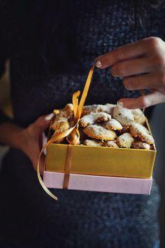 Vanilkové rohlíčky • CukrFree.cz Raw Vegan, Christmas Cookies, Sugar Free, Waffles, Fitness, Brunch, Food And Drink, Low Carb, Gluten Free