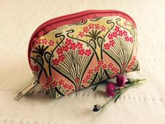 Pretty little Coin Purse I made with Liberty of London Fabric - Ianthe Email. info@melbourne-accessories.com