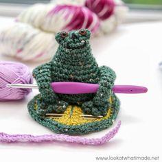 My Little Froggy Helper :http://www.lookatwhatimade.net/crafts/yarn/crochet/featured-crochet-patterns/my-little-froggy-helper/?utm_campaign=coschedule
