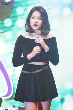Seulgi, Kpop Girl Groups, Kpop Girls, Red Velvet, Velvet Style, Outfits Otoño, Kim Yerim, Velvet Fashion, South Korean Girls