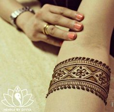 Amazing Advice For Getting Rid Of Cellulite and Henna Tattoo… – Henna Tattoos Mehendi Mehndi Design Ideas and Tips Henna Hand Designs, Mehndi Art Designs, Tattoo Designs Wrist, Beautiful Henna Designs, Bridal Mehndi Designs, Tattoo Designs For Girls, Floral Henna Designs, Mehndi Tattoo, Simple Henna Tattoo