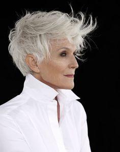 Kurze Haare - Beautiful Pixie Cuts for Older Women 2019 - Wallpaper Pinme Short White Hair, Short Hair Cuts, Pixie Cuts, Short Blonde, Blonde Hair, Pixie Hairstyles, Cool Hairstyles, Pixie Haircuts, Shaved Pixie Cut