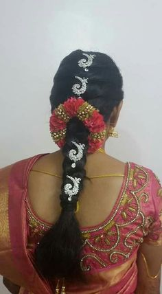 The day a woman gets married is one of the most anticipated days of her life, and most brides want everything to be just perfect. To that precise end, there is a long product line of bridal make up, all promising to turn a normal woma Bridal Hairstyle Indian Wedding, Bridal Hair Buns, Bridal Hairdo, Indian Wedding Hairstyles, South Indian Bride Hairstyle, Saree Hairstyles, Bride Hairstyles, Kids Hairstyle, Hair Designs