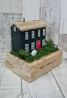 Wood Block Crafts, Wood Projects, Wooden Art, Wooden Crafts, Beach Crafts, Diy And Crafts, Ceramic Houses, Wooden Houses, Small Wooden House