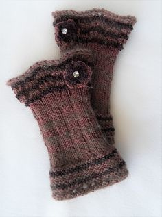 Fingerless Gloves Knitted, Boot Cuffs, Couture, Arm Warmers, Needlework, Knitting, Mittens, Crocheting, Tejidos