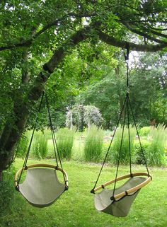 Enjoy a different kind of hanging chair with the CEE Chair, a handcrafted chair that promotes lumbar support and more. Get this comfortable chair for your home today. Outdoor Trees, Outdoor Chairs, Outdoor Hanging Chair, Outdoor Decor, Diy Hammock, Hammock Swing, Patio Hammock Ideas, Diy Swing, Hammocks
