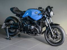 Take a peek at a number of my favourite builds - modified scrambler ideas like this Bike Bmw, Bmw Motorcycles, Custom Motorcycles, Custom Bikes, Ducati Cafe Racer, Bmw Scrambler, Cafe Racer Motorcycle, Nine T Bmw, R1200r