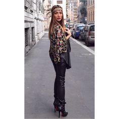 In Vintage blazer| @louboutinworld booties| @helmutlang legging| @annaveneti top| @zara_worldwide headpiece| ✌️ #kisterss