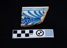 Fragmento de cerámica de Talavera, patrón de helechos, S XVI encontrada en excavación en Mondoñedo http://mondomedieval.blogspot.com.es/search?updated-max=2016-12-05T04:25:00-08:00