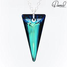 Der große Swarovski Kristall SPIKE funkelt und glitzert bei jeder Bewegung und diesen Kristall gibt es in 2 Farben. Befestigt ist er an einer 70cm langen stabilen Silberkette, und natürlich gibt's hier auch passenden Ohrschmuck dazu :) Swarovski, Drop Earrings, Jewelry, Silver Chain Necklace, Ear Jewelry, Crystals, Colors, Jewlery, Jewerly