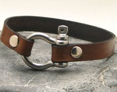 EXPRESS SHIPPING Men's leather bracelet Brown leather cuff men's bracelet with silver plated horseshoe clasp. Gift for Father's day.