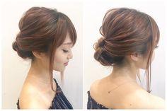 その日の服装やヘアアクセによって色々な雰囲気を叶えてくれるシニヨン。簡単にできるまとめ髪は忙しいアラサー女子にぴったりですよね。 これさえ覚えておけば便利!な万能シニヨンをご紹介します。 Hair Arrange, How To Make Hair, Trends, Bun Hairstyles, Japanese Girl, Beauty Hacks, Hair Care, Hair Makeup, Hair Beauty