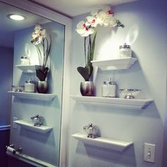 Small Bathroom Chic: 3 Easy Ways to Make Your Small Bathroom Larger from Bathroom Bliss by Rotator Rod