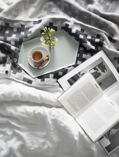 Coffee in bed - Amara home inspiration - HAY throw and hexagonal tray