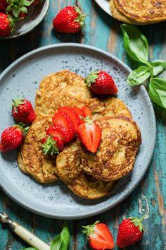 En enkel måte å få i seg grønnsaker på, putt det i pannekaker. Klikk deg inn for å sjekke ut oppskriften på denne gode oppskriften:) French Toast, Chicken, Meat, Breakfast, Food, Morning Coffee, Essen, Meals, Yemek