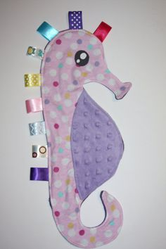 Ähnliche Artikel wie Seahorse ribbon blanket pink with multi color polka dots and purple minky dot tummy auf Etsy Sewing Crafts, Baby Sewing Projects, Sewing Toys, Sewing For Kids, Sewing Hacks, Seahorse Nursery, Mermaid Baby Blanket, Baby Girl Toys, Seahorses
